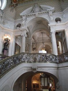 Vestíbulo de Honor del #Palacio de #Chantilly.  http://www.viajaraparis.com/ciudades-para-visitar-cercanas-a-paris/chantilly/ #turismo #viajar #Francia #ChâteauDeChantilly #Chateau