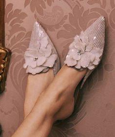 Ideas Unique Bridal Shoes Flats Designer Heels For 2019 Pretty Shoes, Beautiful Shoes, Bridal Shoes, Wedding Shoes, Nude Shoes, Nude Sandals, Flat Sandals, Prom Shoes, Stilettos