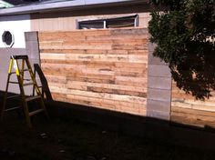 Pallet galley fence DIY