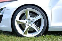 Audi r8 mit Extremradsatz  Der Rieger Audi r8 und ein Radsatz der Superlative. Zwei Welten treffen sich. Und es kommt zusammen was zusammen gehört.  Read more: http://www.geniales-tuning.de/rieger-audi-r8.html#ixzz3JP9B4Lj9 Follow us: @genialestuning on Twitter | genialestuning on Facebook