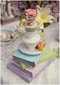 alice in wonderland decoration party - books and bone china tea cups. Perfect for vintage inpiration. Deco Disney, Walt Disney, Mad Hatter Party, Mad Hatter Tea, We All Mad Here, Aniversario Star Wars, Alice Tea Party, Mad Tea Parties, Oh My Fiesta