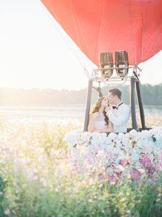 Hot Air Balloon romance: http://www.stylemepretty.com/destination-weddings/2014/12/30/hot-air-balloon-inspiration-shoot/ | Photography: Elena Koshkina & MaryMoon