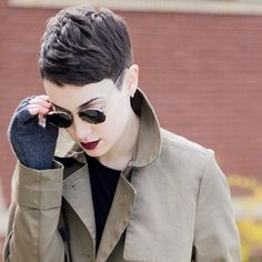 #pixiecoven // @sarahb.h // Gloves : @follypdx / Sunnies : Vintage @giorgioarmani / Jacket @everlane