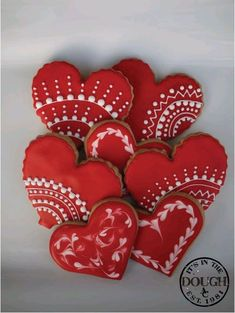 What could be better Valentines Day gift than some adorable Valentines Day Cookies? So here are some cute valentines day cookies for you. Valentine's Day Sugar Cookies, Fancy Cookies, Iced Cookies, Cute Cookies, Cookies Et Biscuits, Royal Icing Cookies, Cupcake Cookies, Cookie Favors, Flower Cookies