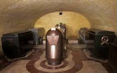 Královská hrobka - uprostřed Karel IV