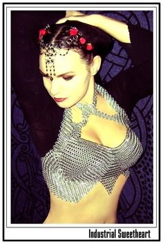 I WANT her chainmail top!!!!:D    http://armouredraven.deviantart.com/art/Industrial-Sweetheart-21801868?q=favby%3Aemasqueradegallery%2F43417100=60