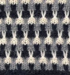 Punomo tee itse neulonta kolmivÄrinen pintaneulos with chart text in finnish must be slip stitch Slip Stitch Knitting, Knitting Stiches, Knitting Charts, Easy Knitting, Double Knitting, Knitting Socks, Crochet Stitches, Baby Knitting Patterns, Knitting Designs