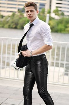 Leather Jeans Men, Tight Leather Pants, Leather Trousers, Leather Jacket, Men's Leather, Office Wear, Cute Guys, Sexy Men, Tights