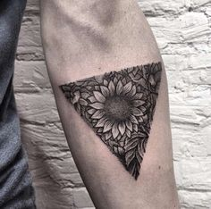 150+ Vibrant Sunflower Tattoo Designs & Meanings nice  Check more at http://fabulousdesign.net/sunflower-tattoos-meanings/