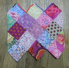 We're SEW excited about these 12 clever sewing hacks! Pencil Case Pattern, Pouch Pattern, Sewing Hacks, Sewing Projects, Scrap Busters, Quilted Gifts, Quilling Flowers, Pouch Tutorial, Pencil Boxes