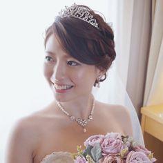 """竹本 実加 / Bridal DresserさんはInstagramを利用しています:「shioriちゃんのウェーブシニヨン。 クラシカルなドレスに合うように カジュアルな印象に見えないように シルエットが綺麗に見えるように ティアラが映えるように。。。 細かく見ながらアレンジ👸🏻 . メイクもヘアも とにかく艶が命! """"エレガント""""をキーワードに…」 Jazz Wedding, Bridal Hair, Wedding Hairstyles, Marie, Hair Cuts, Hair Beauty, Wedding Photography, Hair Styles, Womens Fashion"""