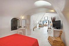 12 Best Airbnb Santorini Rentals — ckanani Greece Honeymoon, Greece Vacation, Greece Travel, Bedroom Loft, One Bedroom, Cheap Hotels In Santorini, Best Hotels In Greece, Cave Hotel, Jacuzzi Outdoor