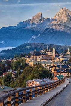 Berchtesgaden with view of the Watzmann, Bavaria, Germany