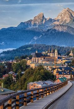 Berchtesgaden with view of the Watzmann, 	Bavaria, Germany