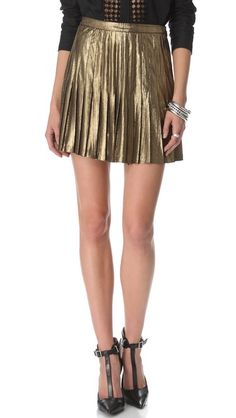 Sexy Minis: Wear the Catherine Malandrino metallic skirt with an off-shoulder knit and ankle boots for a night out on the town. Metallic Pleated Skirt, Pleated Mini Skirt, Beach Girl Style, Catherine Malandrino, Cute Skirts, Skirt Fashion, Get The Look, Spring Fashion, Ideias Fashion