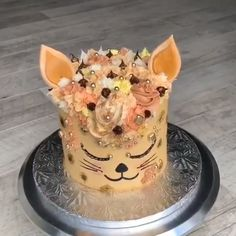 Cat Cake - Rezepte - A cat inspired cake for cat lovers😍 Credit: Amy Droubay  Best Picture For pets cats For - Cake Decorating Techniques, Cake Decorating Tips, Cookie Decorating, Dog Cakes, Cupcake Cakes, Beautiful Cakes, Amazing Cakes, Fantasy Cake, Animal Cakes
