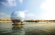 """""""The Clear Orb"""" von Jaesik Lim, Ahyoung Lee, Jaeyeol Kim und Taegu Lim. (A submission to the 2016 Land Art Generator Initiative design competition for Santa Monica) Warka Water, Alternative Energie, Panda, Future Energy, Futuristic Design, Water Waves, Water Tower, Design Competitions, Sustainable Architecture"""