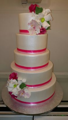 Wedding cake with shades of pink and sugar flowers.