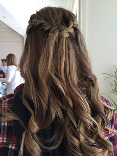 Pin by Carly Schnoor on Hair Quince Hairstyles, Pretty Hairstyles, Braided Hairstyles, Wedding Hairstyles, Updo Hairstyle, Curly Hair Styles, Medium Hair Styles, Pinterest Hair, Homecoming Hairstyles