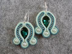Green Soutache Earrings. Soutache Pattern, Soutache Tutorial, Earring Tutorial, Diy Jewelry, Jewelery, Jewelry Making, Green Earrings, Diy Earrings, Handmade Necklaces