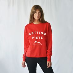 A fun and witty 'getting piste ski sweatshirt, perfect for hitting the slopes this season. Personalised and non-personalised sweatshirts from Ellie Ellie.