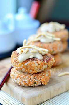 Asian Salmon Cakes (c) willcookforsmiles. obviously use fresh Alaskan salmon and my own spices - - Salmon Dishes, Fish Dishes, Seafood Dishes, Main Dishes, Salmon Recipes, Fish Recipes, Seafood Recipes, Asian Salmon, Salmon Patties Recipe