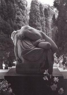 Cemetery Statues, Cemetery Art, Steinmetz, Ange Demon, Art Sculpture, Stone Sculptures, Angel Sculpture, Schmuck Design, Erotic Art