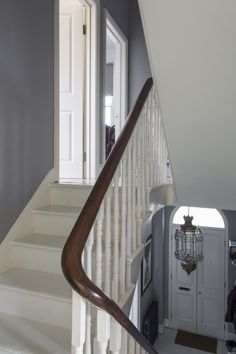 Kempe - staircase to second floor - london houses - shootfactory location London Townhouse, London House, Victorian Terrace, Victorian Homes, Stair Bannister Ideas, Uk Location, Good House, Modern Retro, Wall Colors