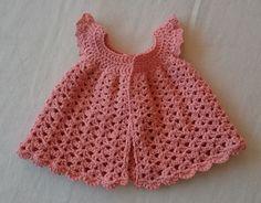 Virkad klänning till babyflicka
