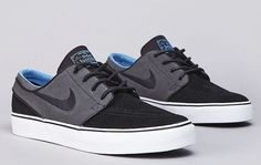"""We take a look at an all new colorway from the popular Stefan Janoski line. The """"Distinct Blue"""" Nike SB ZoomStefan Janoski has seen a lot of bold looks as of late, so this refined look is refreshing.Coming in a Black and Anthracite suede upper, with a Blue inner lining. Sitting on top a clean …"""