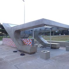 Entrada Eixinho L Sul da Estação 102 do metrô.
