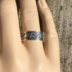 .925 Sterling Gecko Ring Gecko band ring in Sterling silver. Signed by artist. Size 7. Jewelry Rings