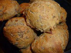 Hvad skal vi bage?: Fuldkornsboller med gulerødder og ingefær (rester fra saftpresser)