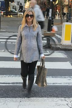 Dressing my baby bump for a trip down town - http://www.balletpumpsandroses.com
