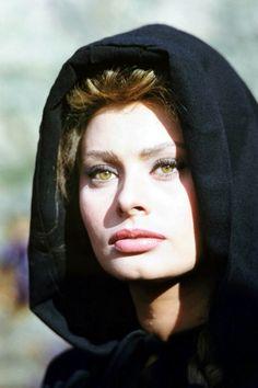 Sophia Loren---stunning!