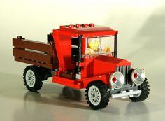 Looky here. Obi Wan Kenobi takes to truckin'. Lego Cars, Lego Plane, Lego Truck, Lego Auto, Easy Lego Creations, Lego City Train, Lego Wheels, Vintage Lego, Vintage Trucks