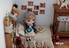 Blythe Momoko Mori Vintage Style brun lit en bois avec accessoires  by MoonLoveLover   aisy