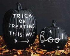 Chalkboard Paint Pumpkin for Halloween. More DIY chalkboard paint ideas @BrightNest Blog