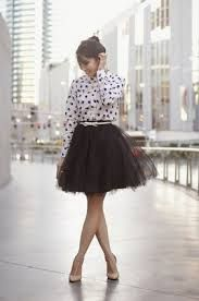 Resultado de imagen para como usar un vestido de tul para la tarde look casual