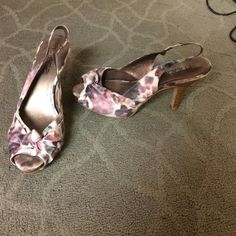 Floral print sling heels Wore them to a graduation. Great accent to a simple outfit. Easy to walk in Moda International Shoes Heels