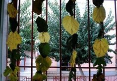 cortina de otoño con las hojas secas