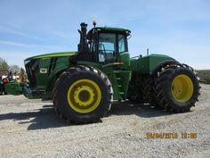 John Deere 9570R scraper tractor