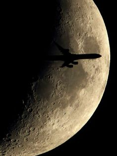 A6-EHL Etihad A340-600 crossing the moon