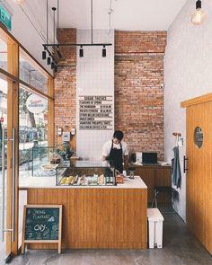 Home Decoration Inspiration Info: 9228834016 Coffee Shop Counter, Coffee Shop Bar, Coffee Shops, Coffee Coffee, Coffee Americano, Cafe Counter, Swiss Coffee, Coffee Enema, Coffee Logo