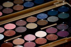 Make Up Revolution : Palette Fortune Favours the Brave - Close up #MakeUpRevolution #makeup #eyeshadow