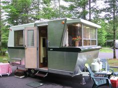 If you're unfamiliar with Vintage Trailers, they're an enjoyable, cute, lightweight choice if you wish to get out and do some camping. If you're acquainted with vintage trailers, … Vintage Campers Trailers, Retro Campers, Camper Trailers, Tiny Trailers, Classic Campers, Vintage Caravans, Airstream, Motorhome, Travel Trailer Remodel