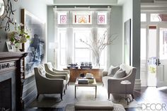 Decorator Sheila Bridges decor in an historic Harlem brownstone, NYC. William Waldron photo in Elle Decor. City Living, Living Spaces, Living Room, Elle Decor, Style At Home, Brownstone Interiors, Townhouse Designs, Brooklyn Brownstone, Home Interior Design