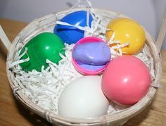 Excellent Easter Gifts: DIY Silly Putty & Squashy Eggs (ingredients not found in Albania) Diy Silly Putty, Homemade Silly Putty, Homemade Face Paints, Homemade Paint, Make Slime For Kids, Diy Crafts For Kids, Fun Crafts, Craft Ideas, Easter Crafts