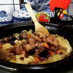 Crock Pot Feijoada a Trasmontana recipe from Tia Maria Dutch Recipes, Portuguese Recipes, Turkish Recipes, Pork Recipes, Ethnic Recipes, Portuguese Food, Multi Cooker Recipes, Slow Cooker Recipes, Crockpot Recipes