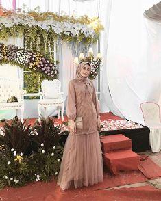 Ideas dress brokat putih Source by brokat Dress Muslim Modern, Kebaya Modern Dress, Kebaya Dress, Dress Brokat Modern, Trendy Dresses, Modest Dresses, Nice Dresses, Casual Dresses, Dress Brokat Muslim